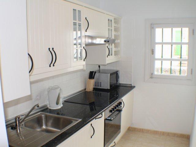Kitchen (pic2) - Las Palmeras II Complex, Puerto del Carmen, Lanzarote